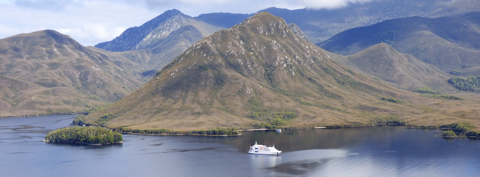 The Coral Discoverer cruising in front of Balmoral Hill